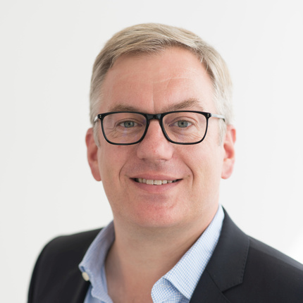 Dr. Henning Bey